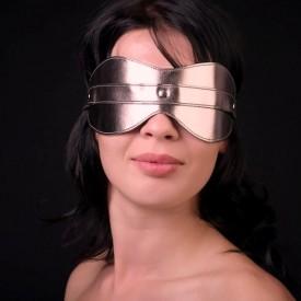 Золотистая маска на глаза из искусственной кожи